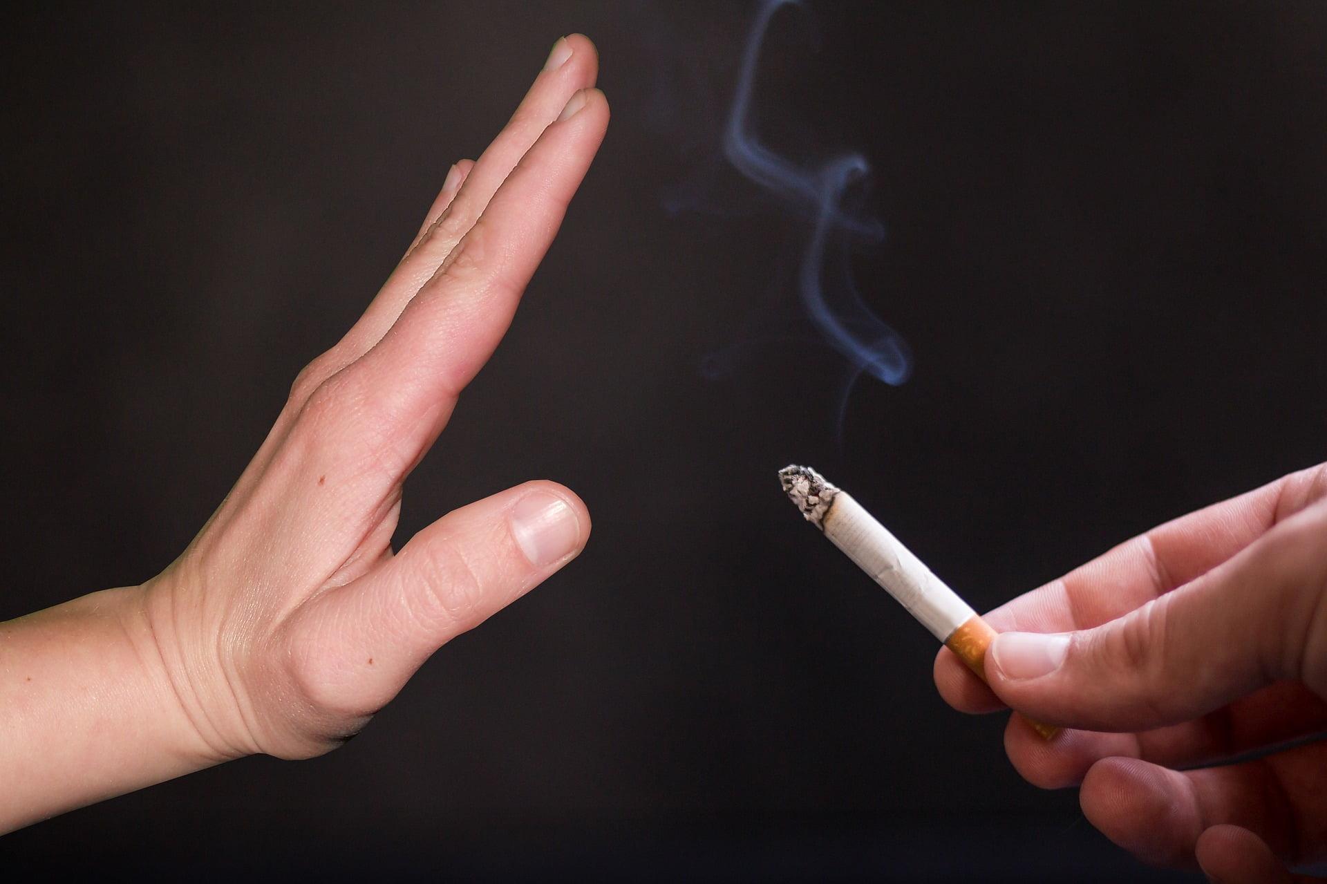 Doua saptamâni de tratament gratuit pentru cei care renunta la fumat