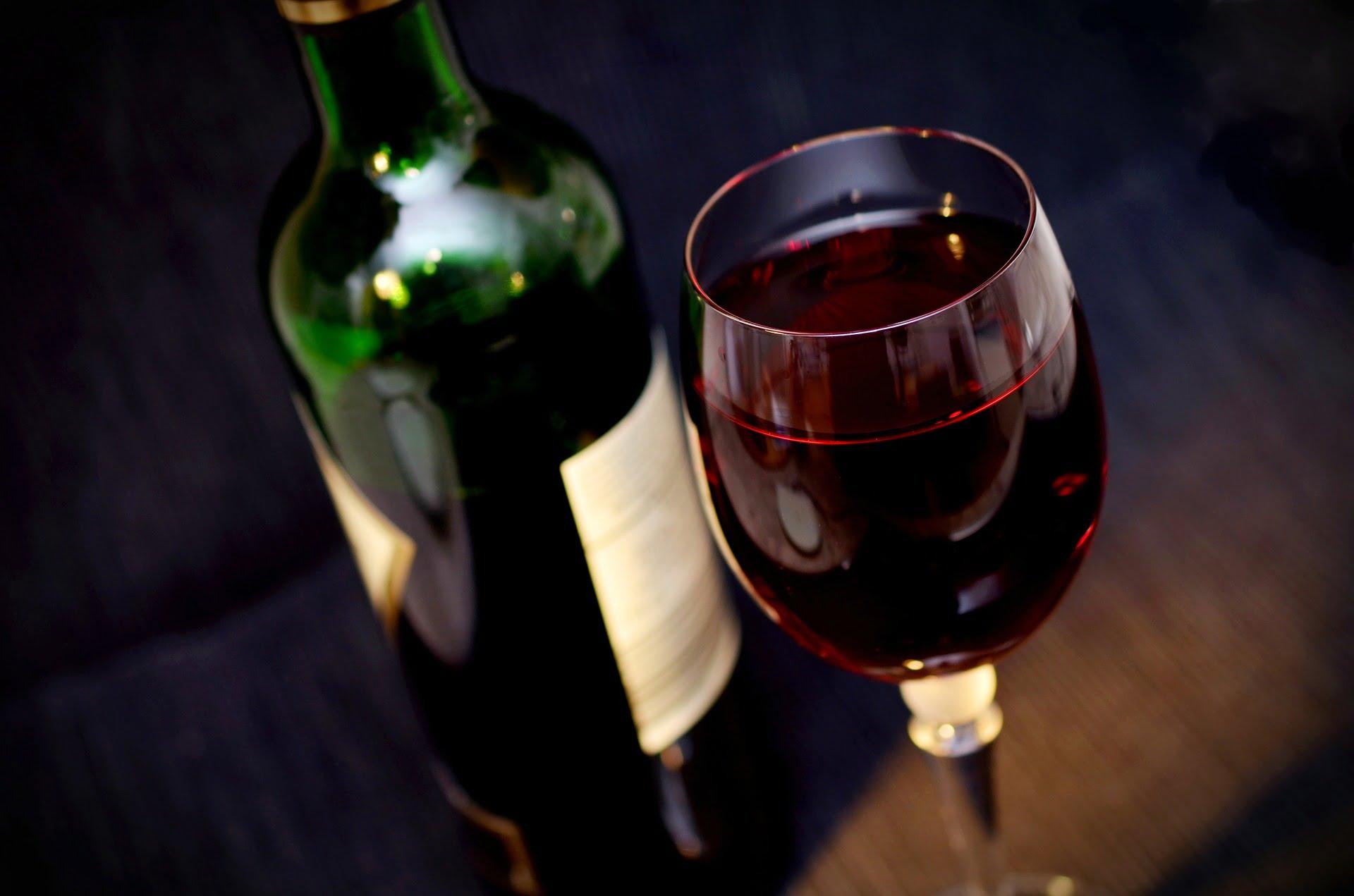 Peste un pahar de alcool pe zi inseamna un risc mai mare de a face cancer