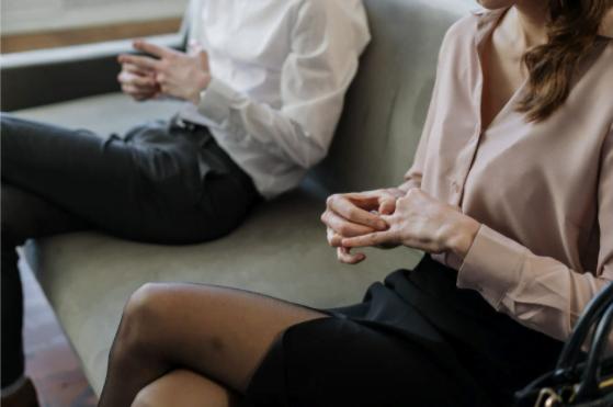 """Cu """"divorţul"""" la psiholog – cum te poate ajuta un specialist să depăşeşti mai uşor perioada divorţului?"""