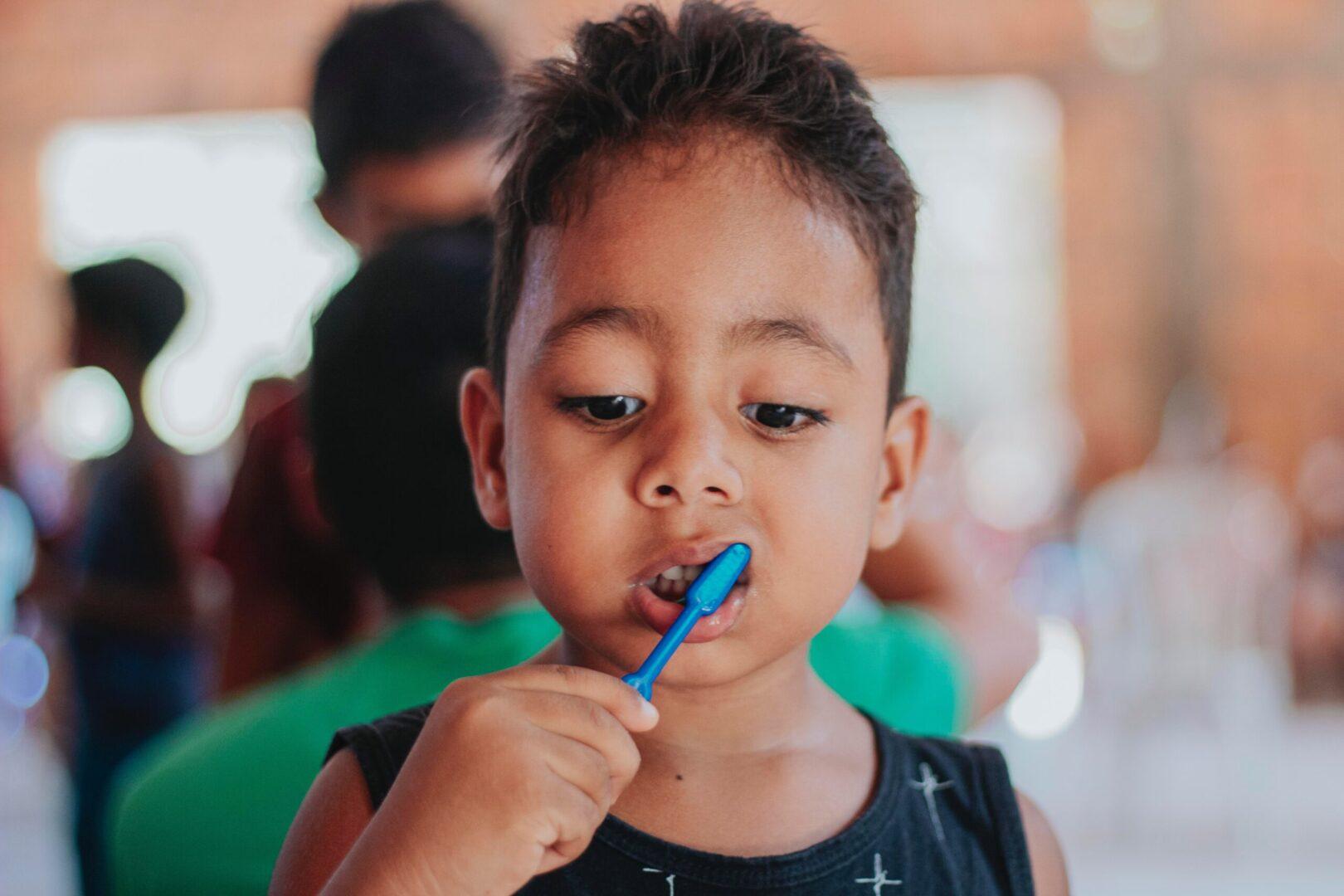 Tips & tricks ca să îți convingi copilul să își perieze dinții
